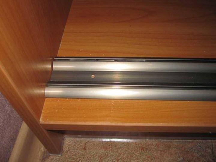 Нижняя направляющая шкафа