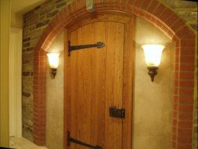 Подвальная дверь